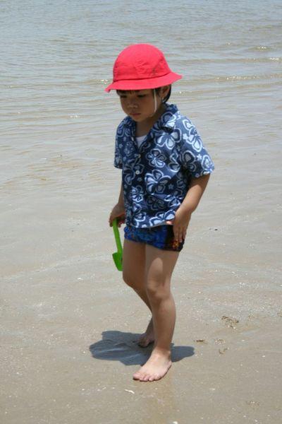 Child Childhood Water Beach Sand Summer Boys Vacations Thai Children Thai Kid Red Hat People Outdoors Day Children Only สวนสนประดิพัทธิ์,ประจวบคีรีขันธ์