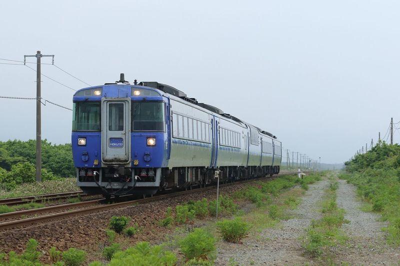 果ての無い直線線路。 鉄道 列車 北海道