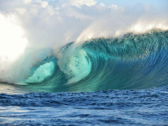 Sea waves splashing against sky