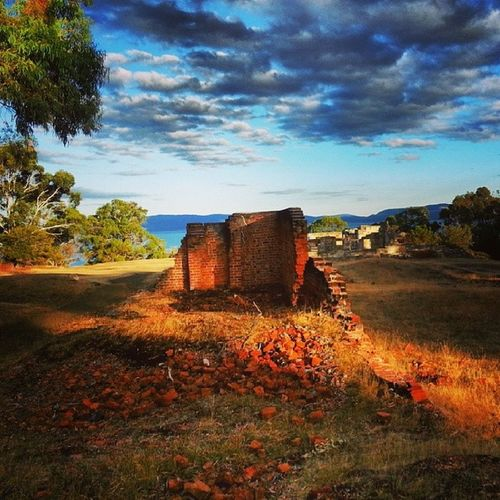 Loving the light the way it warns up the colour of the sandstone on the convict ruins @ Saltwaterriver Instatassie