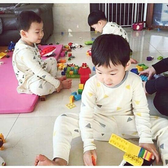 Please stop grown Daehan Minguk Manse?? Thesongtriplets Thetriplets Returnofsuperman Babyboy South Korea