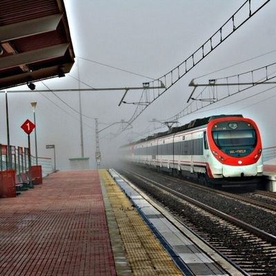 Hdr_shotz HDR Sumaysiguenos Loyal_group1 ig_alicante ig_spain ig_europe train station fog gf_spain gf_daily gf_family photooftheday photographers_tr photo maridgrafias movilgrafias madridgrafias en140instantes