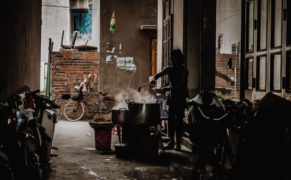 🍚 Cooking Ha Long City Ha Long Life Vietnam Alley Alley Way Real People Street Food Street Photography Streetphotography Focus On The Story The Street Photographer - 2018 EyeEm Awards