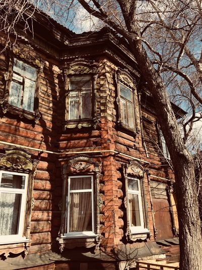 Старинный дом Built Structure Architecture Building Exterior Window Building No People Day Low Angle View History The Past Old Nature Abandoned Outdoors Sunlight Tree Run-down Residential District Decline Full Frame