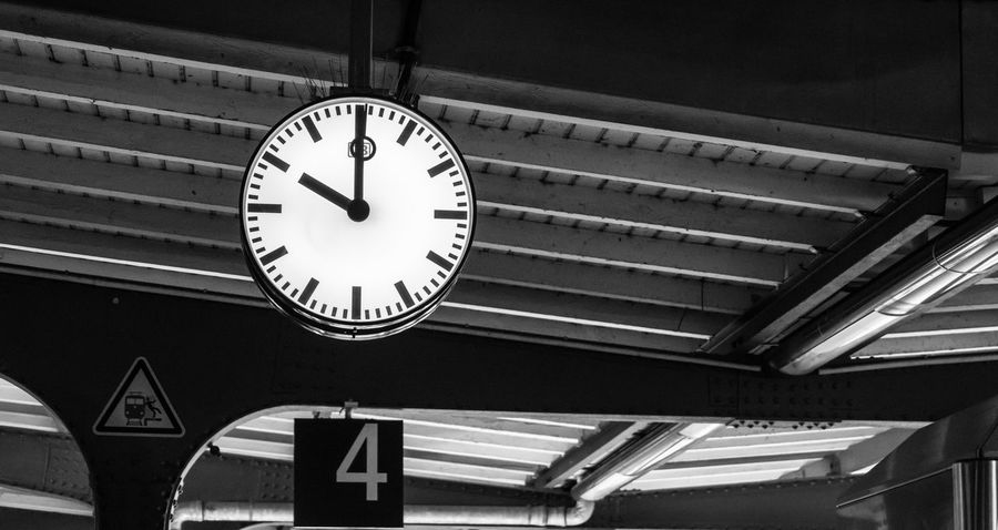 Architecture Black & White Station Station Clock Black And White Blackandwhite Blackandwhite Photography Clock Clock Face Close-up Day Indoors  Low Angle View Minute Hand No People Ten Time Black And White Friday 10