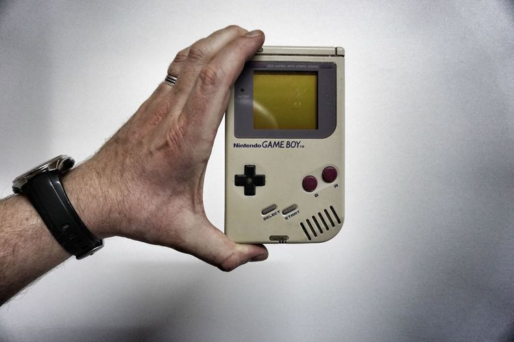 Lieblingsteil Gameboy Close-up Vintage Human Hand It Works 80s 90s Gaming Nintendo Be. Ready. Love Yourself