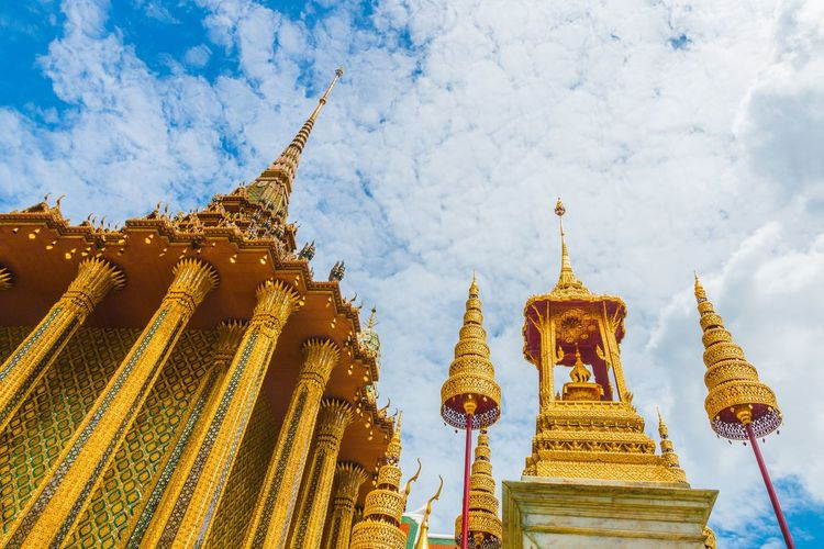 Wat Phra Kaew Thailand Thai Thailand_allshots Temple Buddha Buddist Temple Smeraldo Sky Gold Bluesky Clouds And Sky Beautiful Beauty First Eyeem Photo