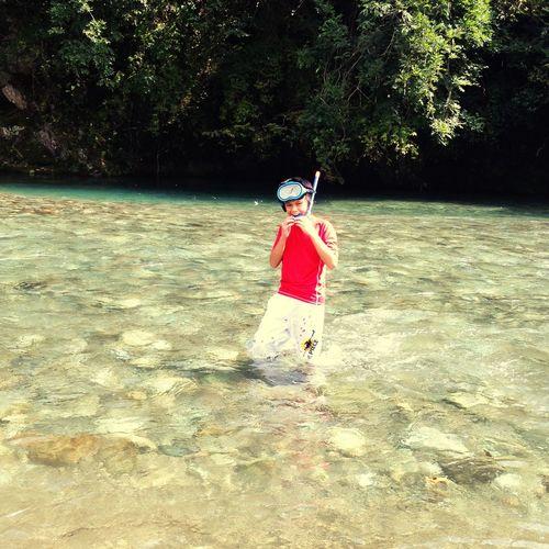 At The River En El Río