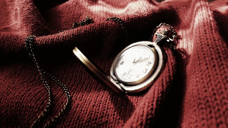 Lieblingsteil Pocket Watch Watch Objects Up Close Open Edits EyeEm Best Shots Surfaces And Textures Red Cloth Taking Photos Feeling Creative Photography Light And Shadow Red Brown Clock Time Indoors  No People