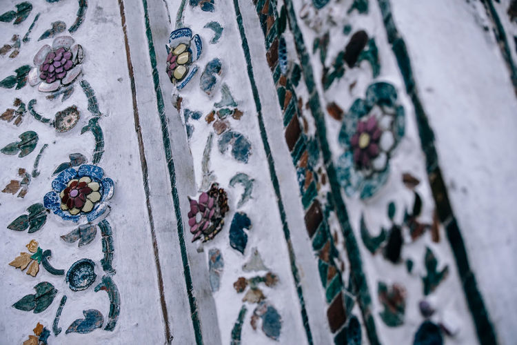 Closeup of a wall of Wat Arun Temple carved and engraved with flowers and beautifully painted. Ancient Architecture Art And Craft Arun Beautiful Construction Place Place Of Worship Travel Wall Wat Arun Art Arts Culture And Entertainment Carved Carvings Decorated Engrave Engraved Image Engravings Landmark Religion Religious  Temple Tourism Tourism Destination