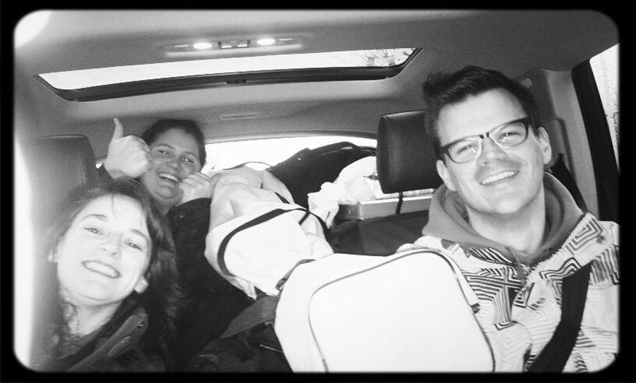 Gezellig in de auto. Gelukkig steekt @Voilorie in de koffer! @greetsmekens @YannickVE @FabreMireille