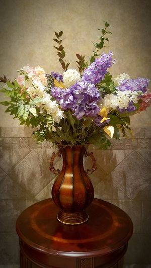Flower Vase Table Plant Nature No People Indoors  Flower Arrangement Freshness Beauty In Nature Day Bouquet Fragility Flower Head EyeEmNewHere