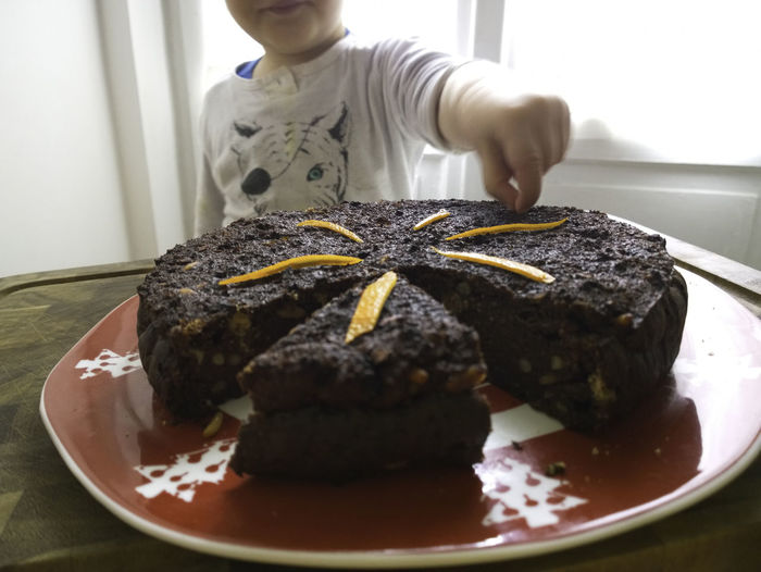 baby picks a piece of cake from the table Bread, Breakfast, Cake, Close Up, Decoration, Eat, Eating, Family Cake, Food, Home, Home Made, Orange, Pick, Red Dish, Spoon Cake, Steal, Sweet, Sweets, Temptation, Torta Paesana, Window Esposition, Window Ligth Close-up Focus On Foreground Food Indulgence Lifestyles Ready-to-eat Temptation