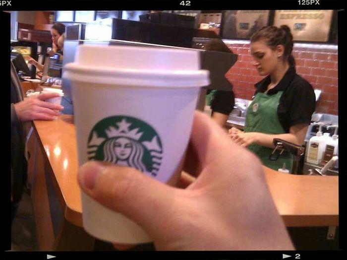 tomandome un buen capuchino en Starckbucks California