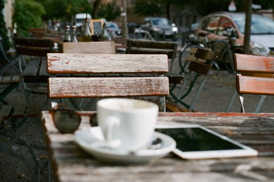 Freelance Life Filmcamera Analogue Canon AE-1 35mm Film Analog Filmisnotdead Berlin Street Table Alfresco Wood Tablet Coffee