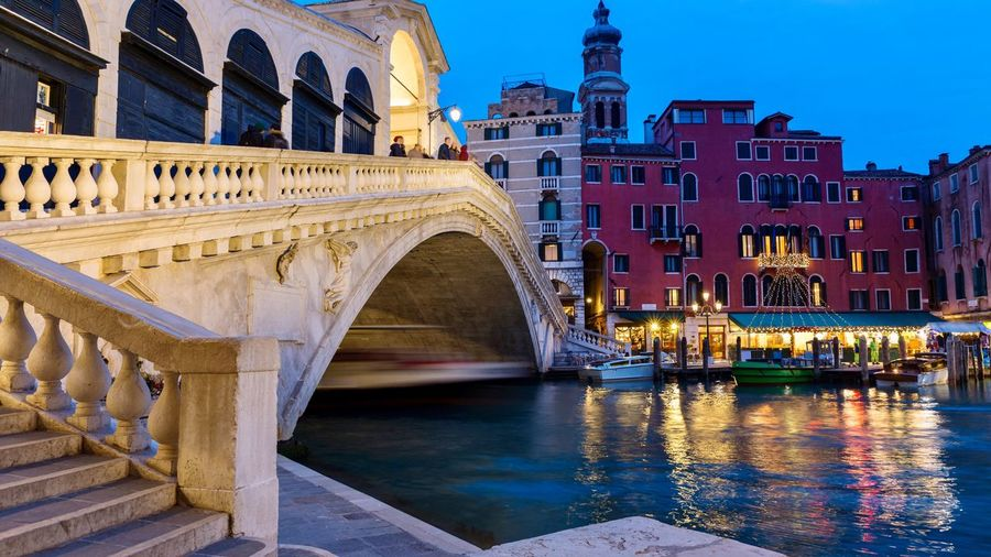 Rialto bridge Pedestrian Connecting Grand Canal Lagoon Night Photography Canals Venice, Italy Benatky Tourist Attraction  Veneto Region Adriatic Sea Turism Built Structure Architecture Water Building Exterior Bridge Bridge - Man Made Structure Connection Transportation Arch Waterfront Reflection Travel Destinations History Arch Bridge