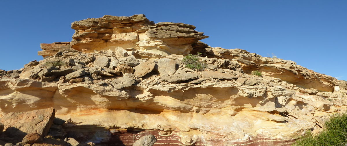 Australian Coastal Outback Clear Sky Coastal Beauty Geological Rock Formations Geology Layers Of Sandstone Nature No People Outdoors Panorama Foto Rock Climbing Sandstone Ridge Scenics Sky Sunlight Tourist Destination Weathered Sandstone Ridge Yellow,gold Sandstone Colours
