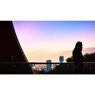 Silhouette. ? Allshots_ FollowFollowFollow Ig_singapore Gf_singapore igersoftheday insta_republic mobilephotography photooftheday photo4u_no picoftheday sgig webstagram kyrenian skyviewers samsung. ? Singapore sunset woman silhouette pink blue purple orange sky nikon.