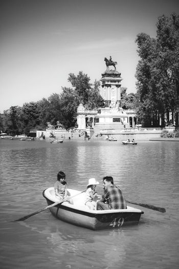 Transportation Waterfront Retiro Estanque Del Retiro Retiro Park Monuments Madrid Madrid Spain EyeEm Gallery Check This Out Famous Place Sky Travel Destinations Water Boat Barcas Boats Family Monochrome Photography