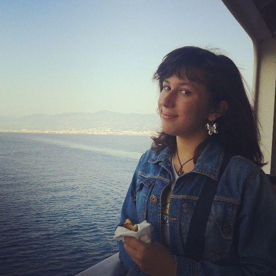 Sul Traghetto ! Col Cornetto in mano! mare! SICILIA! verso la Calabria!
