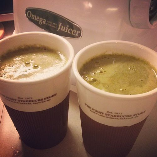 """Rise and shine people with a Green Pick Me Up! Coming at you on Sunday is my exciting video on my green juicing! Don't get me wrong, I love my espresso latte but this green """"latte"""" is on a whole other level! Stay tuned! Cheers to health! Wholefoods Greenjuicing Vegetablejuice Simplemealbigtaste fashionablyamy youtuber fmgreenjuice @foodmatters"""