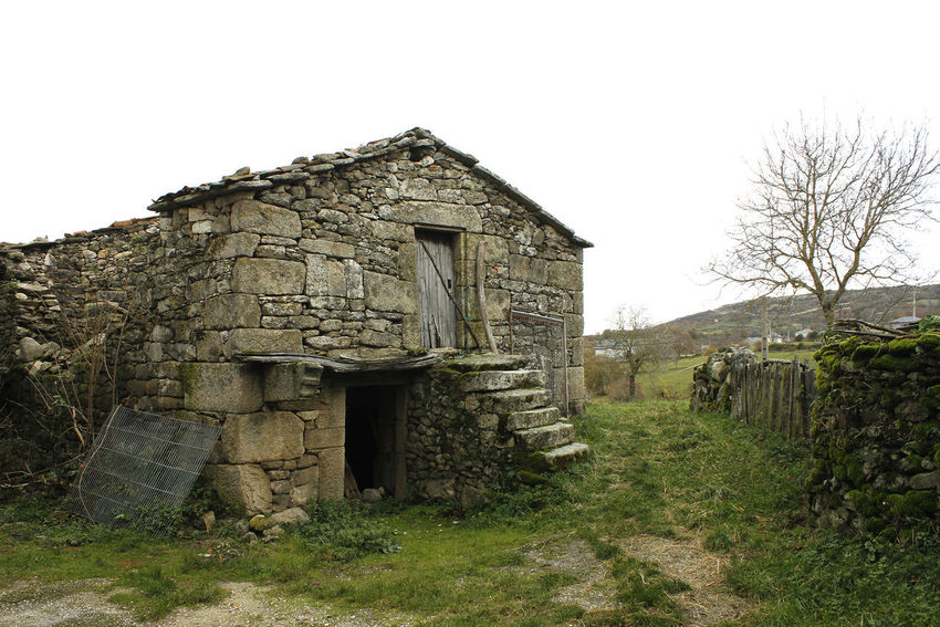 Casa vieja de aldea gallega Architecture Built Structure Building Exterior History House Field Tree Grass Abandoned Old Land Stone Wall Ancient Civilization Nature Galicia Galicia, Spain Ourense Orense Orense,Spain Pobra De Trives Village Old Village Traditional Village Old House Village House