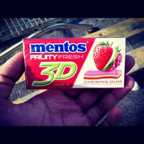 Tried Mentos 3D today :) Mentos3d Mentos Gum Chewinggum love bubblegum mystery cool instalove applepie sweet 3d candy redinstahubinstagood like greenappleraspberryfruityfresh instadaily yummyfavoritenewphilippinesasiayum