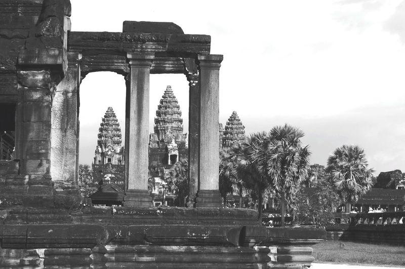 Built Structure Travel Destinations History Architecture Day Triumphal Arch Tree Statue Ancient Civilization