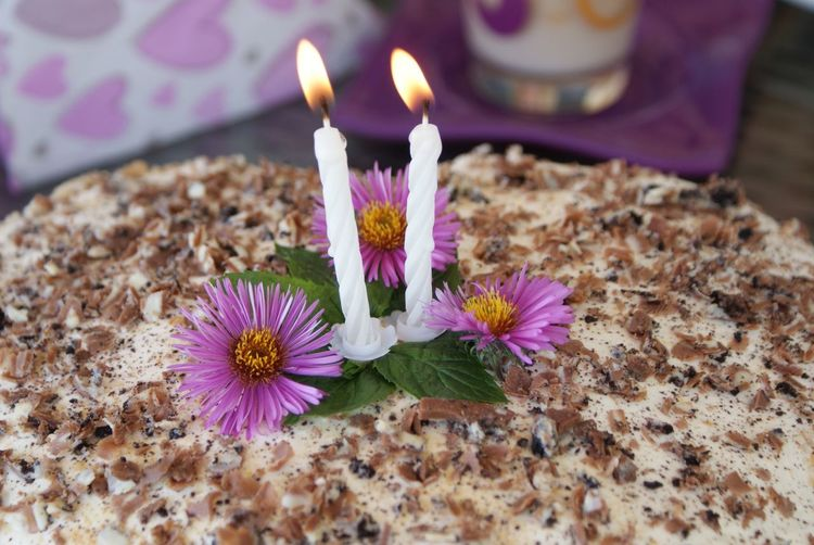Geburtstagstorte zum 2. Geburtstag Birthday Cake Candles Geburtstag Geburtstagsfeier Birthday Burning Candle Close-up Flower Flower Head Freshness Geburtstagstorte High Angle View Indoors  Kerzen No People Pink Color Purple