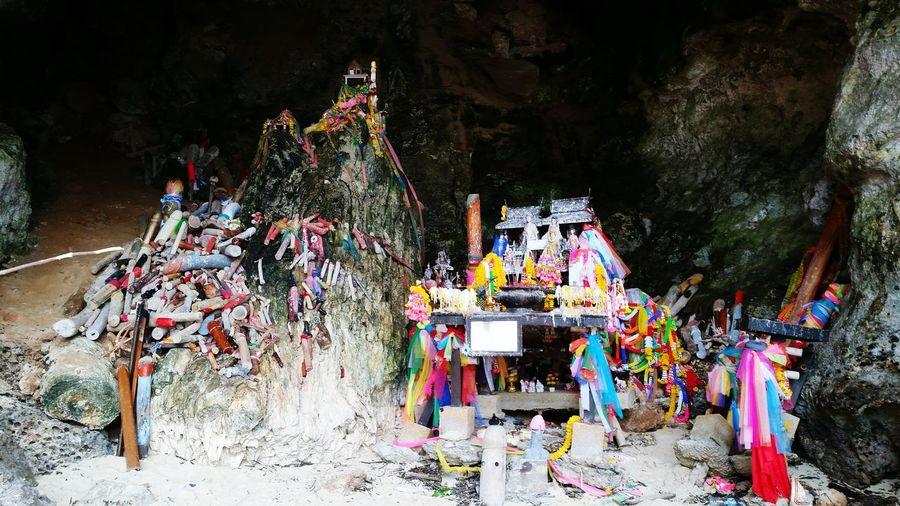 Shrine On A Beach Cave Beachcaveshrine Shrine Ritual Shrine In The Cave