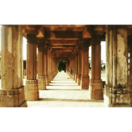 Sarkhej Roza Ahmedabad Sarkhejroza Pillars Walkway Mugal Sufi Gujarat Motog LastWeekend