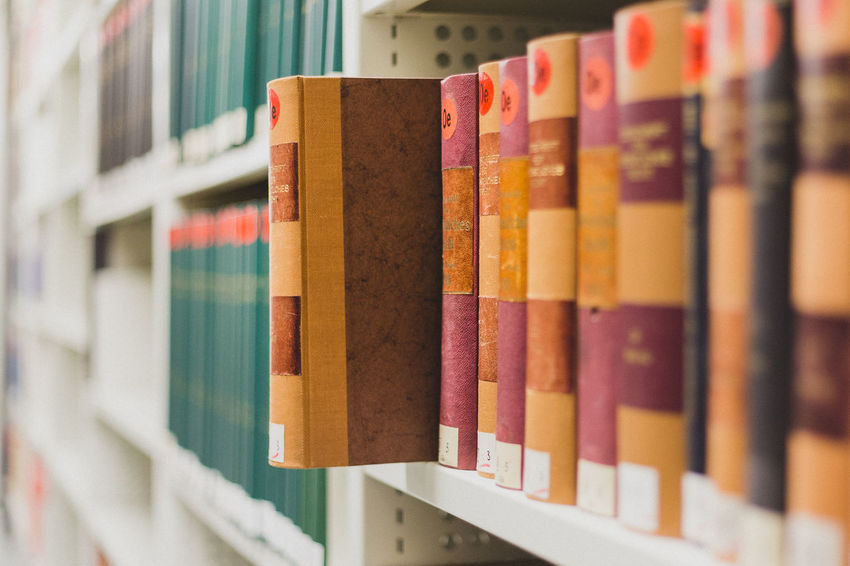 Backgrounds Biblioteca Bibliothek Book Books Books ♥ Business Bücher  Choice Close-up Colorful Depth Of Field Detail Full Frame Indoors  Large Group Of Objects Multi Colored Order Part Of Regal Sammlung Selective Focus Market Bestsellers May 2016 Bestsellers