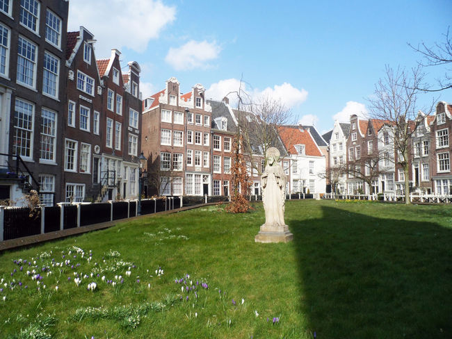 Begijnhof Amsterdam, Netherlands Amsterdam City Netherlands Your Amsterdam Architecture Begijnhof Beguinage Building Exterior Built Structure City Grass Holland No People Old Sky Tree