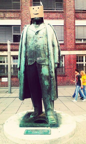 Streetart Box Statue Opel