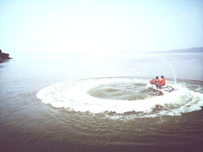 Relaxing 摩托艇! 绕圈圈!??
