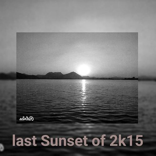 Sun drowning with the mistakes I have made in 2k15 The last Sunset of this year !!!! @sunrise_and_sunsets @exclusive.sunset @sunrise_sunset_heaven @sunriseporn @sunrise_over_sea @exclusive_beauties @exclusive_shots Sunset_in_b_n_l Throwback Thoughts Desire Sun_cic Unconditional_love Sixty_seconds_of_Love NewYear Countdown Begins