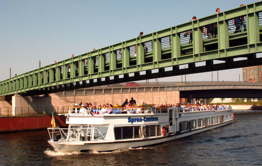 River Spree Berlin Architecture Bridge - Man Made Structure Bridge Over River Built Structure Clear Sky Day Large Group Of People Leisure Activity Lifestyles Men Mode Of Transport Nature Nautical Vessel Outdoors People Real People River River Boat Sky Tourist Boat Trip Transportation Water Women #FREIHEITBERLIN