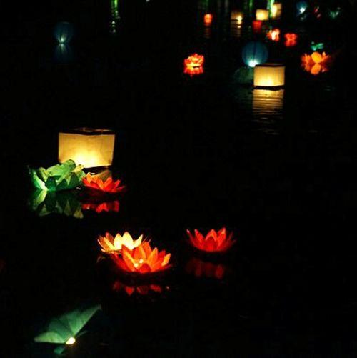 Чьи то желания уплывают в тишь.. Night Illuminated Celebration No People Outdoors Taking Photos Close-up фестивальФонариков паркдружбы