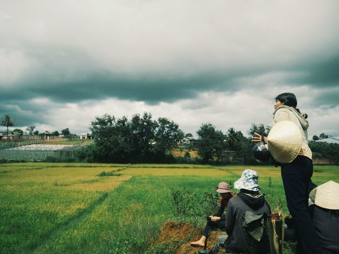farmer rested People Farming Rested Rice Sky Frame Farm ASIA Asian  Vietnam Vietnamese Mobilephotography VSCO Vscocam Vscophoto Vscoasia Vscovietnam Vscovisuals Cloud - Sky Nature Real People Plant Field Day Land Tree Landscape Rear View Grass Men Growth Environment Occupation Beauty In Nature Clothing Outdoors