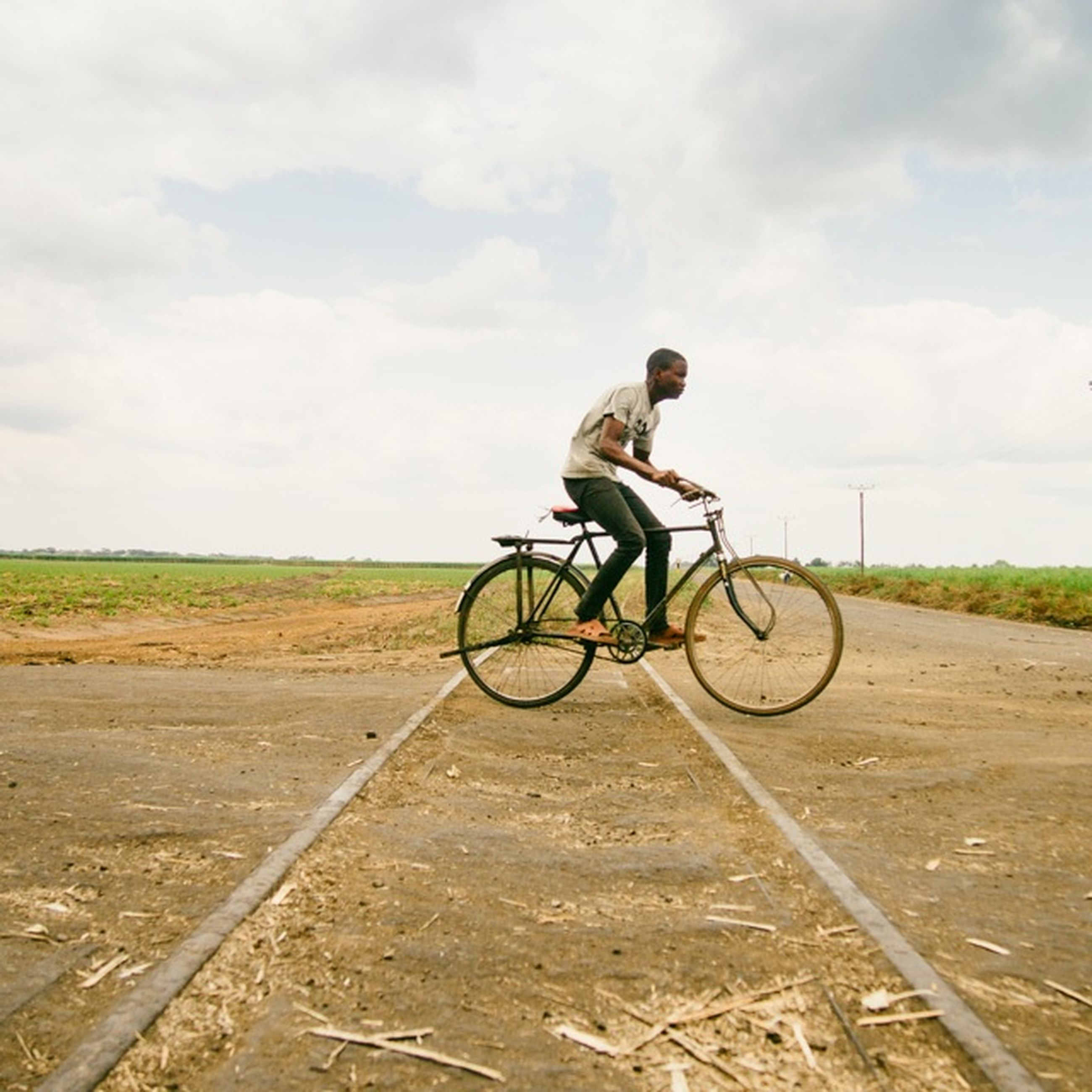 bicycle, transportation, land vehicle, mode of transport, sky, riding, full length, cycling, road, cloud - sky, side view, landscape, stationary, travel, on the move, day, men, cloud