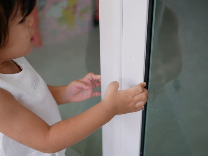 Little Asian baby girl, 20 months old, learning to pull / close a sliding door by herself Little Asian  Adorable Cute Play Explore Home House Toddler  Kid Child Girl Happy Fun Enjoy Hold Grasp Hand By Herself Sliding Door Pull Close Shut Baby