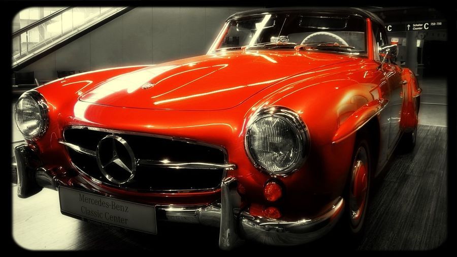 Mercedes Oldtimer Red Retro