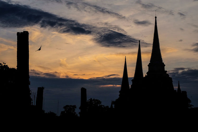 """Sunset at old grand temple """"sri san phet"""" Ayutthaya historical park near old grand palace Sunset Architecture Dramatic Sky City Cloud - Sky Travel Destinations Silhouette Urban Skyline No People Skyscraper Sky Outdoors Cityscape Nature Day Thai Culture Thailand Trip Architecture Thailand🇹🇭 Sunset_collection sunset #sun #clouds #skylovers #sky #nature #beautifulinnature #naturalbeauty photography landscape sunset #sun #clouds #skylovers #sky #nature #beautifulinnature #naturalbeauty photography landscape Blue Sky Pagoda Ayutthaya 
