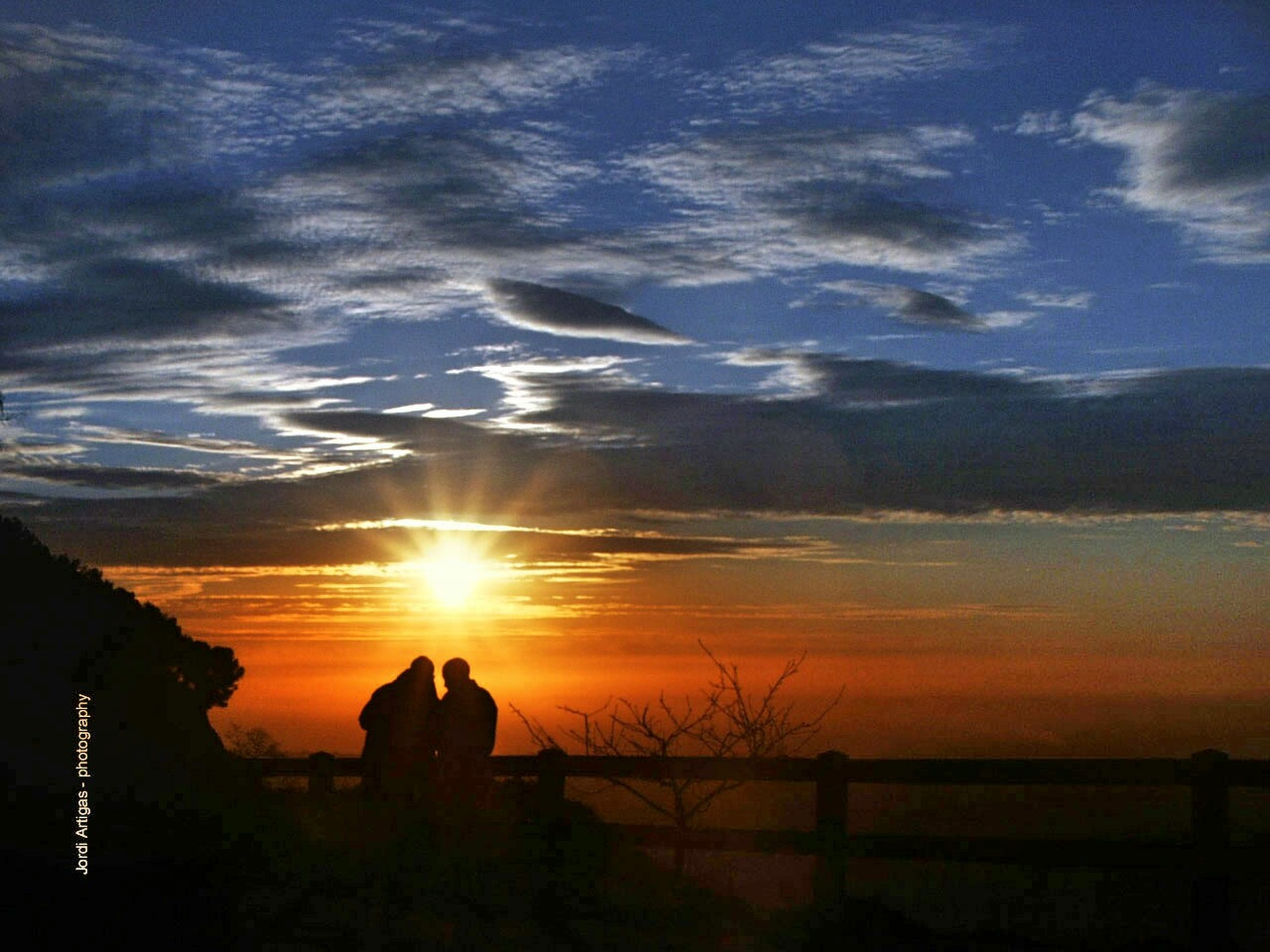 sunset, silhouette, tranquil scene, scenics, sky, tranquility, beauty in nature, sun, nature, idyllic, orange color, water, cloud - sky, sea, sunlight, cloud, outdoors, non-urban scene, landscape, no people