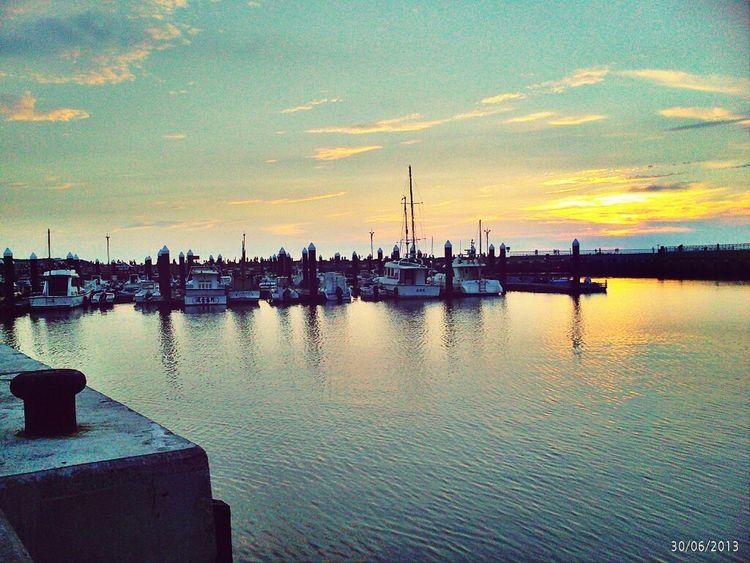 浪漫的港口夕陽