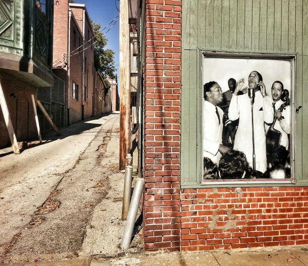 BACK ALLEY MUSIC ~ Saint Joseph, Missouri ~ Divelandscape, Divestreetoghrophy, Cityscape, Dreamscapes & Memories Street Musicians Urban Reflections