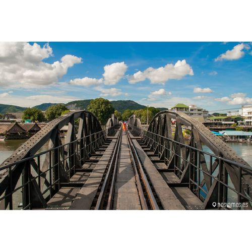 Puente sobre el rio Kwai. Kanchanaburi Tailandia.