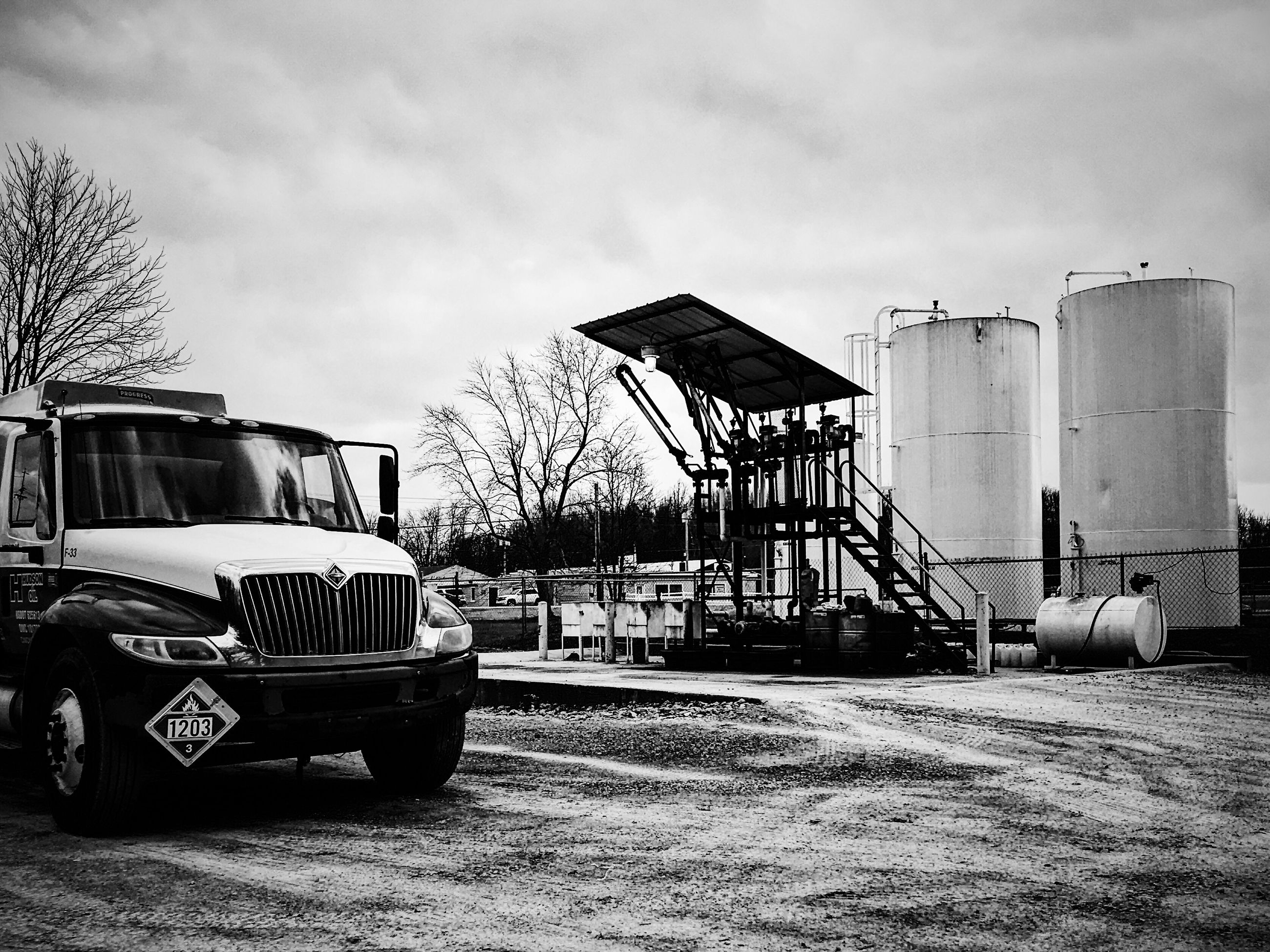 land vehicle, transportation, mode of transport, car, sky, built structure, no people, outdoors, building exterior, architecture, day