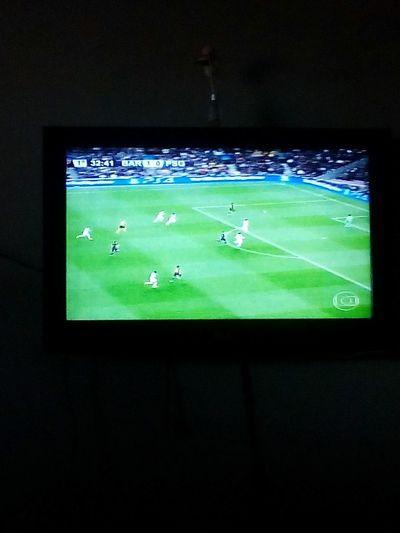 Vendo o jogo!!! Game Uefachampionsleague Barcelona Barcelona♡♥♡♥♡ Messi Soccer Futebol