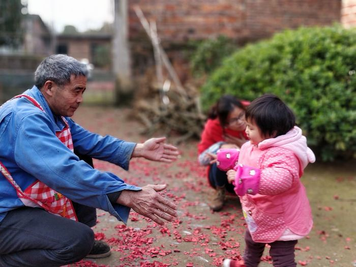 Come on! Togetherness Human Hand Child Childhood Girls Volunteer Community Outreach Role Model Grandparent Grandfather Multi-generation Family Unwrapping Family Reunion Granddaughter Family Bonds Growing Grandchild